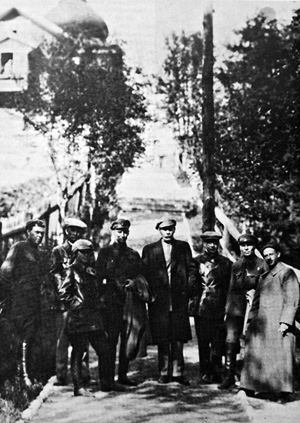 Обитель Максим Горький и сотрудники НКВД на Секирной горе.