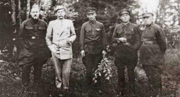 Обитель На прогулке. Слева направо А. Мартинелли, М. Горький, Г. Бокий, А. Ногтев, И. Полозов. 1929 год